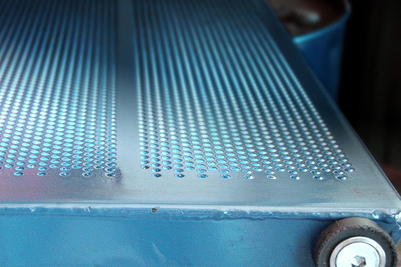 Lochplattenelement zum Transport des Klärschlamms im Bandtrockner
